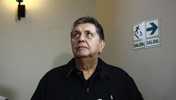 El ex presidente de la República, Alan García, fue trasladado en una camioneta desde Miraflores hasta el hospital Casimiro Ulloa. (Foto: GEC)