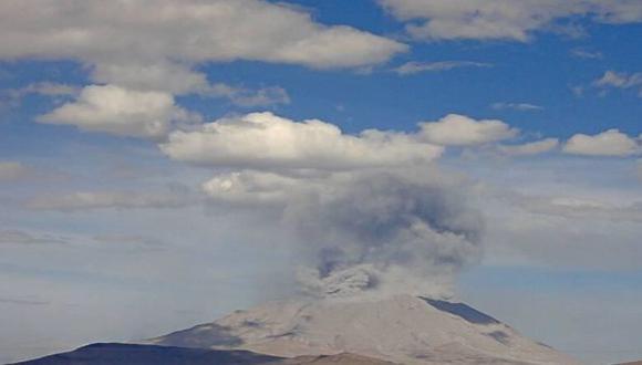 Volcán Ubinas registró una nueva explosión esta tarde