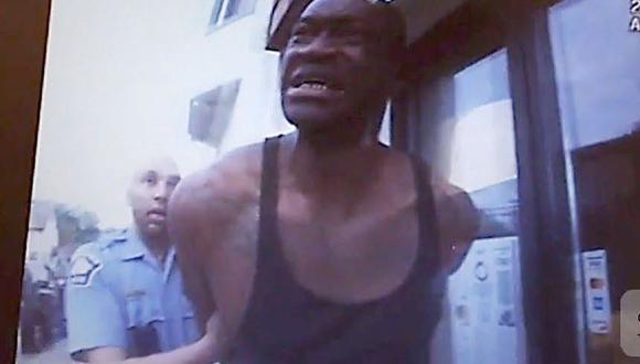 George Floyd en el momento de su arresto en Minneapolis, Estados Unidos. (Captura de video Daily Mail).