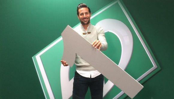 Claudio Pizarro renovó contrato con Bremen y jugará un año más