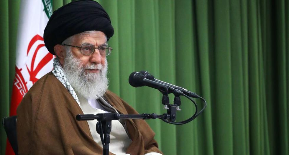 """Alí Jameneí acusó a Estados Unidos de """"mentir"""" en sus declaraciones de apoyo para el pueblo iraní, y aseguró que lo único que busca es """"apuñalar (a la gente) con su daga envenenada"""". (Foto: EFE)"""