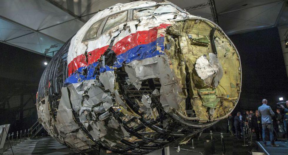El vuelo MH17 de Malaysia Airlines cubría la ruta entre Ámsterdam y Kuala Lumpur con 298 pasajeros cuando un misil impactó la aeronave, que se estrelló en Ucrania, a 40 kilómetros de la frontera con Rusia. El hecho ocurrió el 17 de julio del 2014 en medio del conflicto entre soldados ucranianos y los rebeldes prorrusos. (Foto: Reuters)