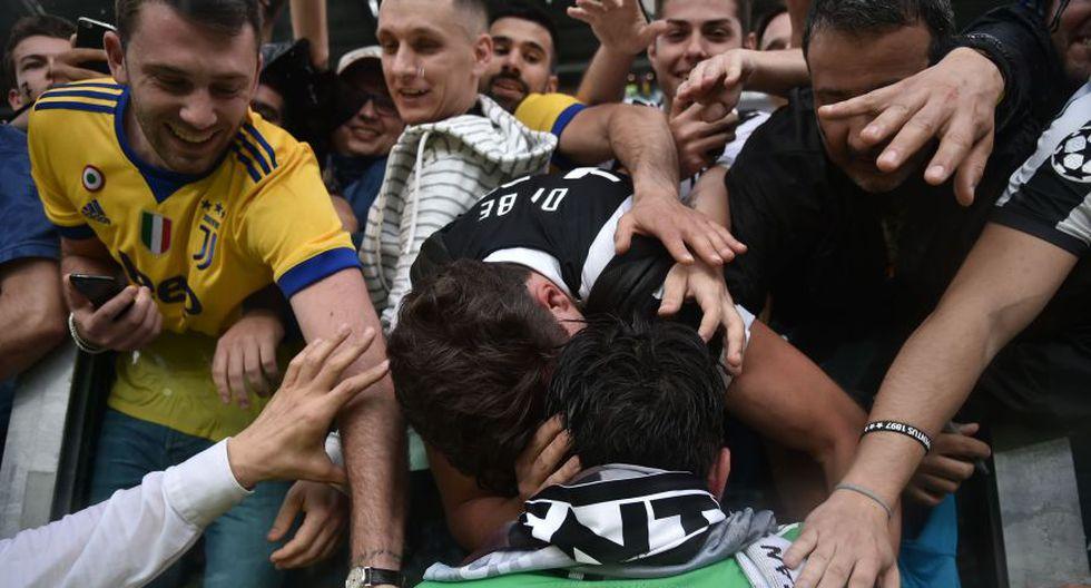 Los simpatizantes rivales también le dieron el último adiós a Gianluigi Buffon. (Foto: AFP)