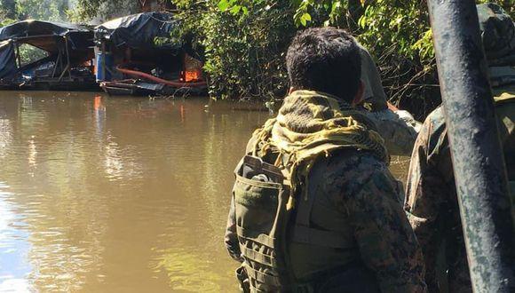 Las dragas artesanales fueron destruidas en el río Nanay, cerca de Iquitos. (Foto: Daniel Carbajal)