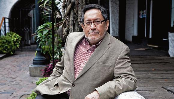 Julio Ortega, critico invitado a la feria del libro.  FOTO LESLIE SEARLES EL COMERCIO