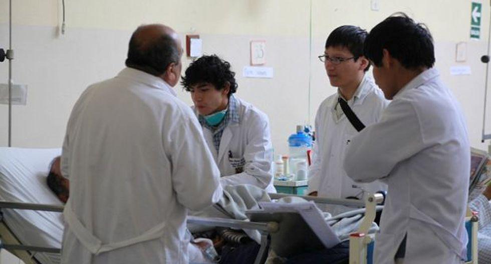 Plantean detener creación de más facultades de Medicina en Perú