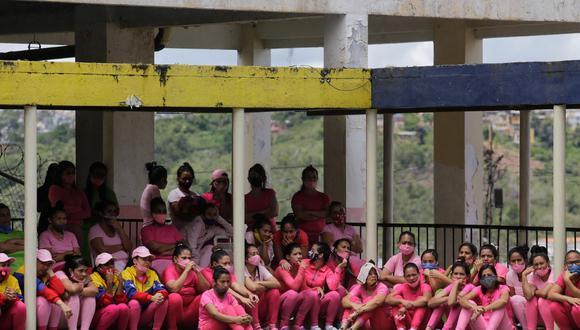 La población reclusa en Venezuela se ubicó en poco más de 37.500 personas privadas de libertad, con 35.360 hombres y 2.183 mujeres, según OVP, que calcula la capacidad instalada en 26.238 plazas. Se estima una sobrepoblación mayor al 40%. (Foto: Jesus Vargas / AFP)
