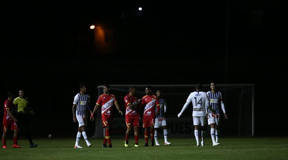 Alianza Lima y Sport Huancayo: así vivieron los jugadores el apagón que ocurrió durante el primer tiempo. (Foto: Violeta Ayasta / GEC)