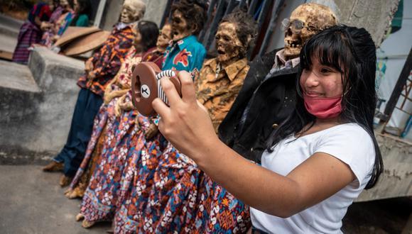 """El ritual Ma'nene o """"la Ceremonia de limpieza de cadáveres"""" se realiza cada 3 años y los Torajas vienen practicando este ritual de generación tras generación por más de 900 años"""