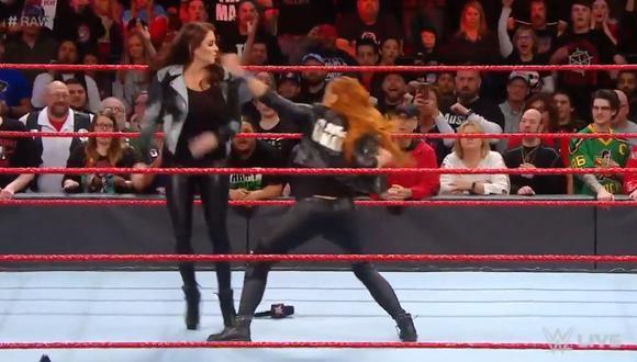 WWE RAW: Becky Lynch pone en riesgo su lucha por el título ante Ronda Rousey en Wrestlemania. (Foto: Captura de pantalla)