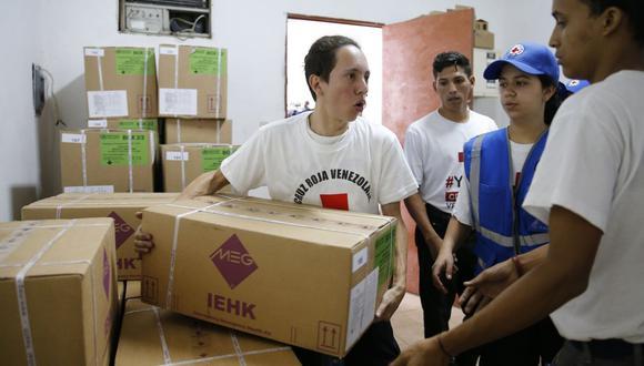 """El cargamento fue entregado sellado y en presencia de una """"comisión de monitoreo y seguimiento"""" que vigilará la gestión de este material en Venezuela. (Foto: AP)"""