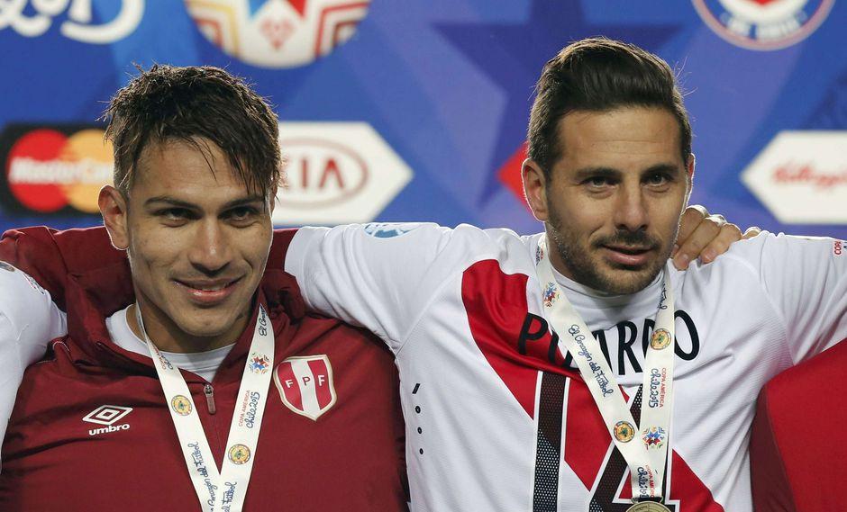 Paolo Guerrero opinó sobre los deseos de Claudio Pizarro, flamante refuerzo del Colonia, de jugar el Mundial de Rusia 2018. (Foto: Reuters)