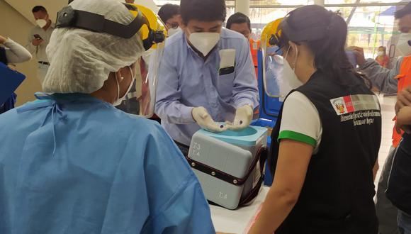 Un total de 66 dosis de Pfizer de las 5.634 destinadas a la región Loreto fueron aplicadas a autoridades locales y funcionarios del gobierno regional. Algunos de ellos ni siquiera cumplían los requisitos de edad para la vacunación.