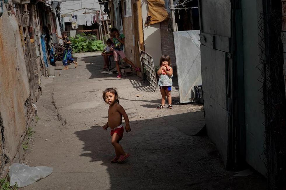 De acuerdo con la Encuesta de Condiciones de Vida (Encovi), en Venezuela casi uno de cada diez niños menores de cinco años -unos 166.000- padece algún tipo de desnutrición si se atiende a la relación entre su peso y edad. (EFE/ Rayner Peña R.).