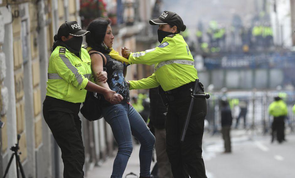 Según el Ministerio de Gobierno, la mayor cantidad de los 766 detenidos se registran en la ciudad costera de Guayaquil (177), seguido por la de Quito (163).. (AP)