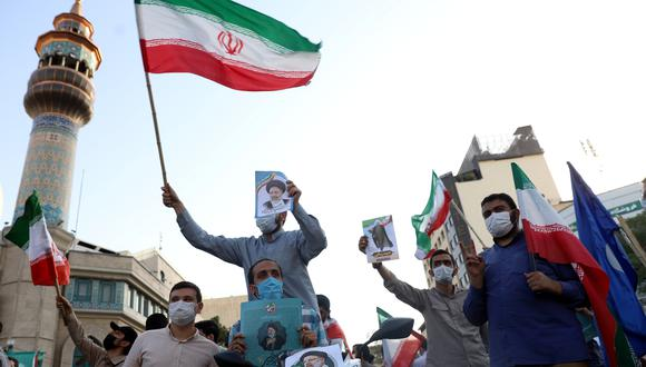 Simpatizantes de Ebrahim Raisi apoyan a su candidato presidencial en las calles de Teherán. REUTERS