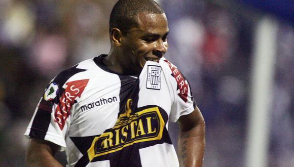 Wilmer Aguirre celebrando uno de los goles que convirtió ante Estudiantes de la Plata por Copa Libertadores.