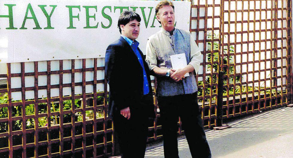 Uno de los fundadores del Hay Festival, Peter Florence (izquierda), junto al ex Beatle Paul McCartney. Por el evento han desfilado personalidades de diversas ramas del arte y la cultura. (Foto: Hay Festival)