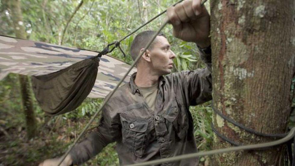 Los legionarios suelen dormir en hamacas cuando patrullan la selva. Foto: BBC Mundo