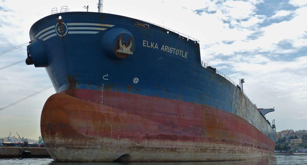 Piratas secuestran a cuatro personas de un petrolero griego atacado en Togo. Foto: Reuters