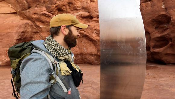 El aventurero David Surber llegó hasta el lugar donde estaba el monolito de metal en el desierto de Utah, Estados Unidos. (Reuters).