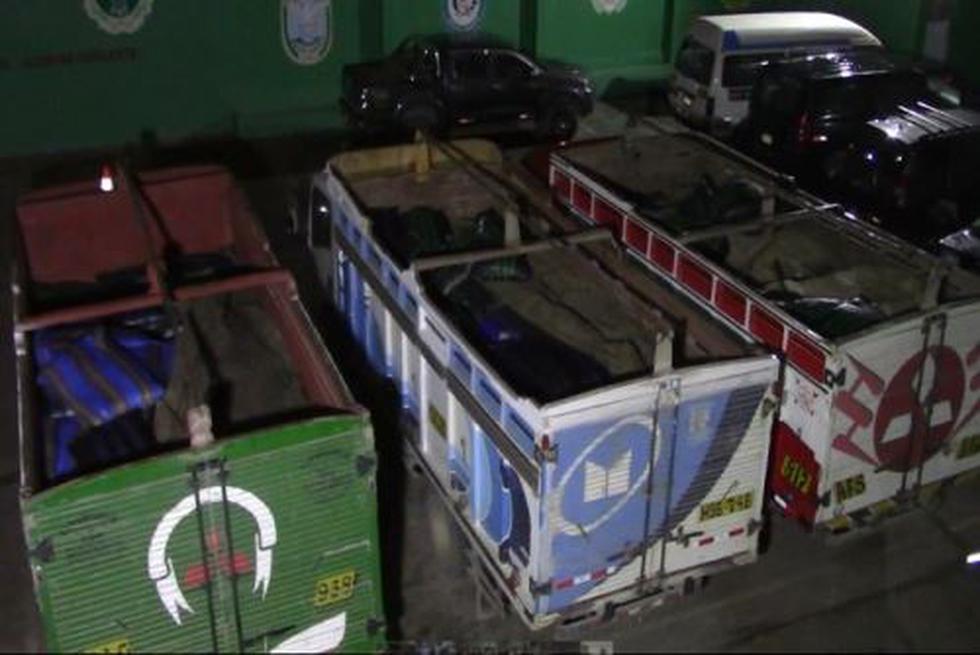 PNP logró incautar 15 toneladas de insumos químicos para la elaboración de estupefacientes que eran trasladadas en tres camiones por una vía de Surcubamba. (Foto: Difusión)
