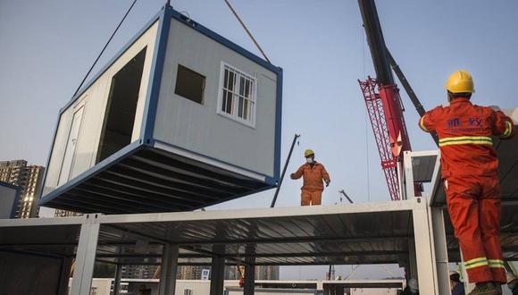 El hospital que se está construyendo en China, dada la urgencia, contará con una estructura prefabricada, lo cual permite avanzar con mayor celeridad que si se edificara con material noble. (Foto: Getty)