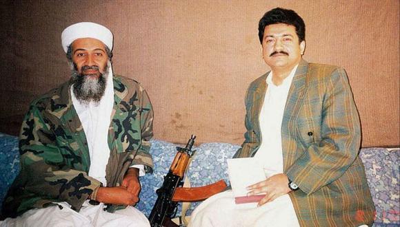 Hamid Mir en entrevista con Osama Bin Laden, en Kabul en 2001. (Getty Images).
