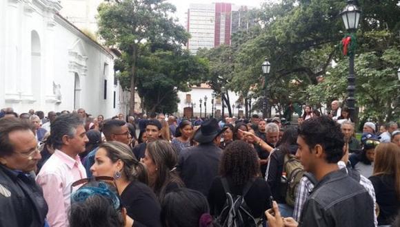 Trabajadores de la prensa se defendieron y huyeron del lugar ante este nuevo ataque contra los medios venezolanos. (Foto: El Nacional | GDA)