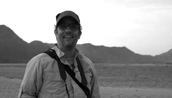 El fotógrafo Alex Bryce en uno de sus recorridos por el desierto de la costa peruana.