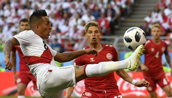 Christian Cueva en el inicio del partido ante Dinamarca. (Foto: AP)