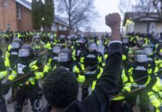 Manifestantes desafían el toque de queda por muerte de joven negro en Minneapolis a manos de la policía