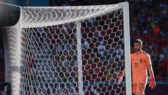 Copenhagen (Denmark), 28/06/2021.- Goalkeeper Unai Simon of Spain reacts after conceding the opening goal during the UEFA EURO 2020 round of 16 soccer match between Croatia and Spain in Copenhagen, Denmark, 28 June 2021. (Croacia, Dinamarca, España, Copenhague) EFE/EPA/Hannah McKay / POOL (RESTRICTIONS: For editorial news reporting purposes only. Images must appear as still images and must not emulate match action video footage. Photographs published in online publications shall have an interval of at least 20 seconds between the posting.)
