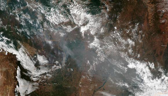 Imagen satelital de los incendios forestales en Brasil. (Foto: HO / NOAA / AFP)