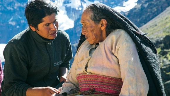 """A la izquierda el cineasta Óscar Catacora, director de """"Wiñaypacha"""". A la derecha su abuelo, Vicente Catacora, uno de los protagonistas. Foto: Tondero distribución."""