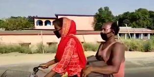India: joven que recorrió 1.200 km en bicicleta con su padre herido, pasará pruebas para la selección de ciclismo