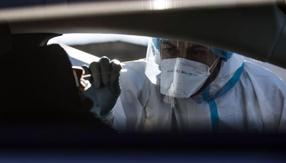 Los expertos priorizan las capas y el ajuste que las mascarillas puedan ofrecer para evitar el contagio y propagación del coronavirus. (Foto de archivo: EFE)