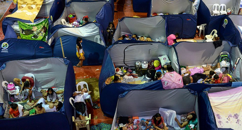 Residents affected by flash floods caused by monsoon rains take shelter at an evacuation center in Marikina, Metro Manila, in Philippines, August 13, 2018. REUTERS/Eloisa Lopez