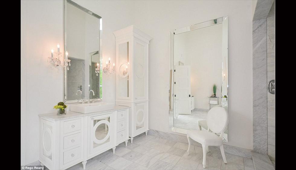 Así luce uno de los seis baños de la mansión. Todo un lujo. (Foto: Difusión)