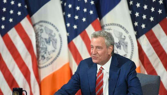 Fotografía cedida por la Alcaldía de Nueva York (Estados Unidos) en la que aparece su alcalde, Bill de Blasio, hablando durante su rueda de prensa diaria. (EFE/Michael Appleton/Alcaldía de Nueva York).