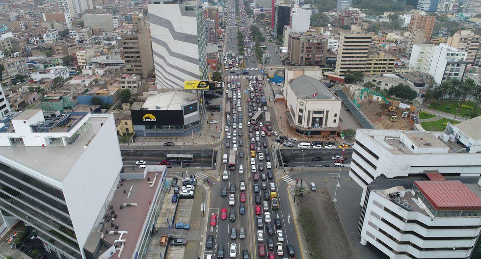 Una de las secciones con más tráfico está la altura de Javier Prado con Av. Arequipa; y en el cruce con Av. Petit Thouars. (Foto: Bryan Albornoz)