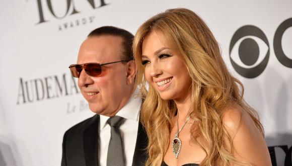 Thalía junto a su esposo Tommy Mottola. (Foto: AFP)