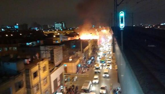 Incendio dañó parte de una fábrica en Grau con Nicolás Ayllón