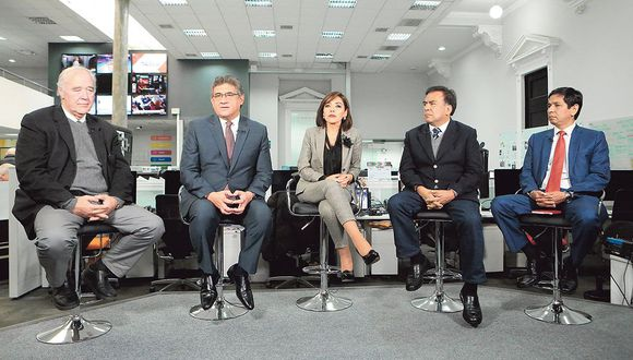 De izquierda a derecha, los legisladores Víctor A. García Belaunde (Acción Popular), Juan Sheput (Contigo), Alejandra Aramayo (Fuerza Popular), Javier Velásquez Quesquén (Apra) y Jorge Meléndez (PpK). (Foto: Diana Chávez/GEC)