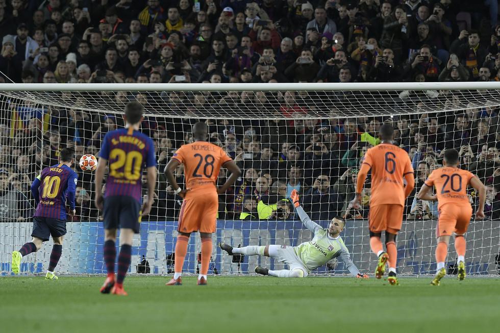 Barcelona vs. Lyon: Messi y el golazo a lo Panenka tras polémico penal contra Luis Suárez. (Foto: AFP)