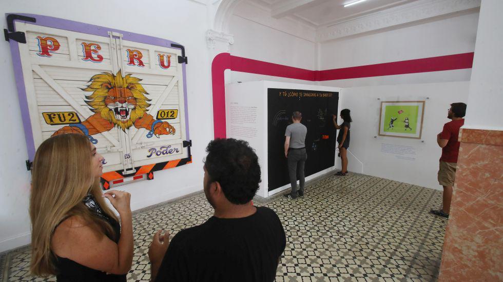 Sala temporal donde se encuentran trabajos de Banksy, Elliot Tupac, Entes, entre otros.