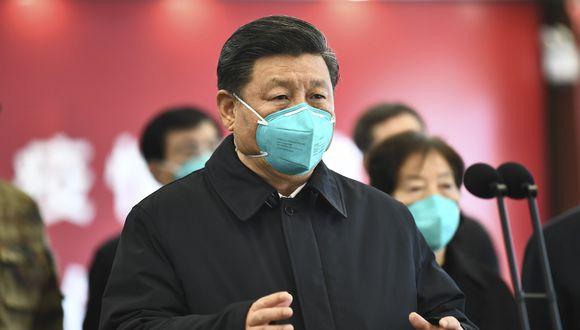 Imagen de archivo de Xi Jinping, en una visita Wuhan. El presidente chino fue criticado por sus acciones ante el brote de coronavirus. (Xie Huanchi/Xinhua via AP).