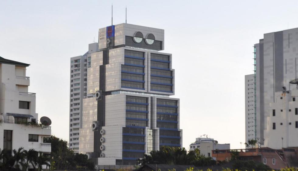 Edificio robot. Ubicado en Bangkok, Tailandia, la obra fue del arquitecto Sumet Jumsai para el Banco de Asia, y su objetivo es reflejar la informatización de la banca. (Flickr bajo licencia de Creative Commons)
