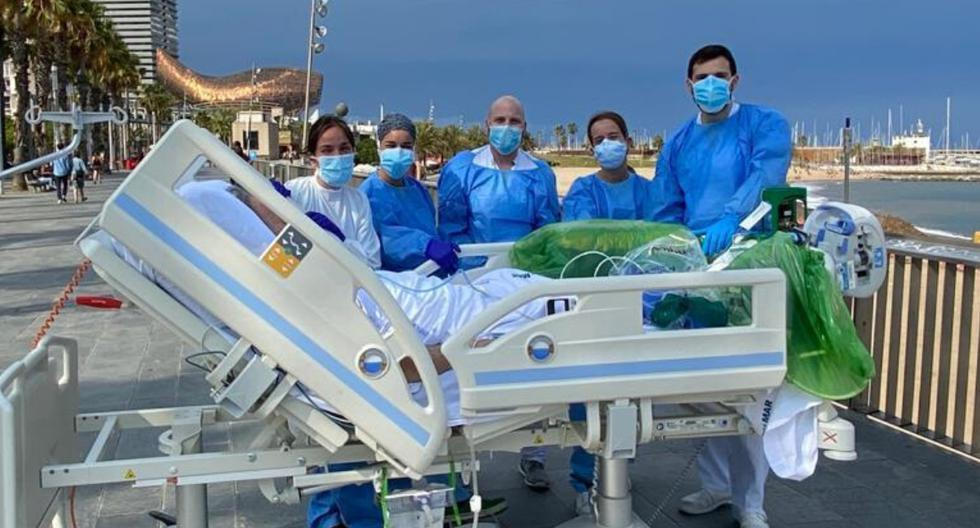 Un paciente de 60 años pidió ver el mar para celebrar haber derrotado al coronavirus tras pasar dos meses en terapia intensiva. (Fotos: Cortesía Hospital del Mar - Parc de Salut Mar)