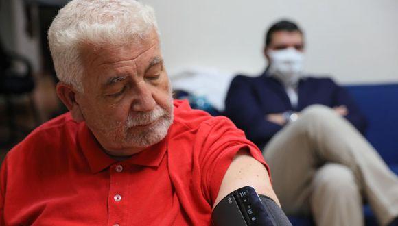 La Tarjeta Bienestar fue creada para que los adultos mayores de México puedan recibir su pensión. En esta cuarentena se ha detectado un fraude a partir de la pandemia de coronavirus.  (Foto: EFE)